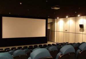 Планирует ужесточить ответственность кинотеатров