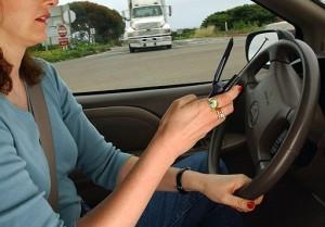 Предлагается ввести ужесточение ответственности за телефонные разговоры при ведении автотранспортного средства